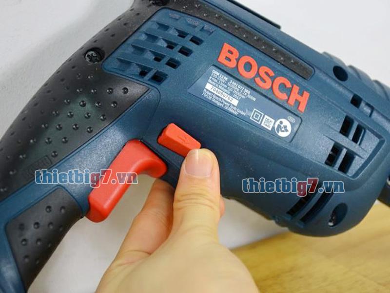 cong-tac-dao-chieu-may-khoan-Bosch-GBM-13-Re