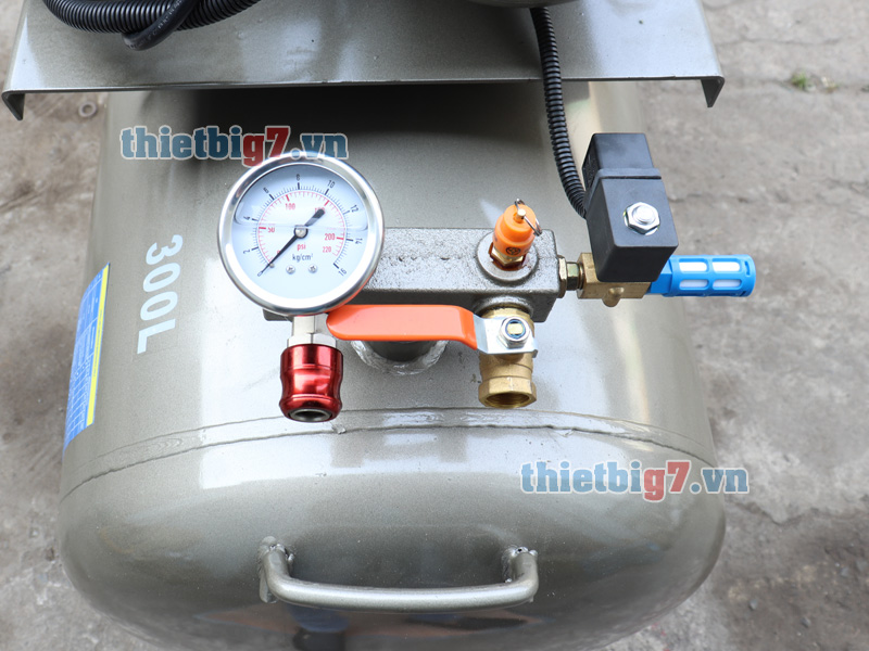 may-nen-khi-truc-vit-3hp-300l-10bar_4