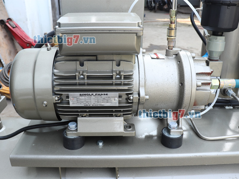 may-nen-khi-truc-vit-3hp-300l-10bar_5