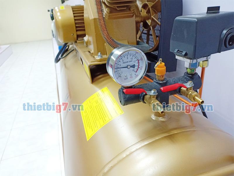 Ngõ ra ra hơi,đồng hồ báo áp suất máy nén khí Pegasus 3hp-180l-12,5bar