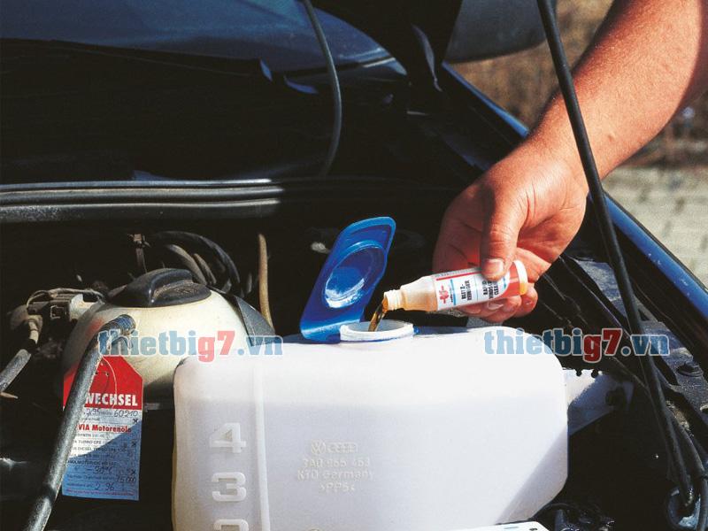Nước rửa nhanh kính lái Wurth sử dụng đơn giản và tiện dụng